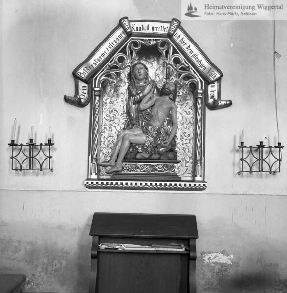 #170212 | Pieta; Relief; Inschrift; Dem Bildersturm entronnen; nach Knutwil gerettet; bleib ich hier dem gläubigen Volk; ein Trost; fja