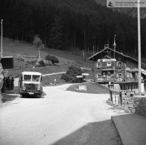 #170247 | Postautohaltestelle Vord.Rauth; Strasse nach Samnaun; Restaurant Weinberg; fja