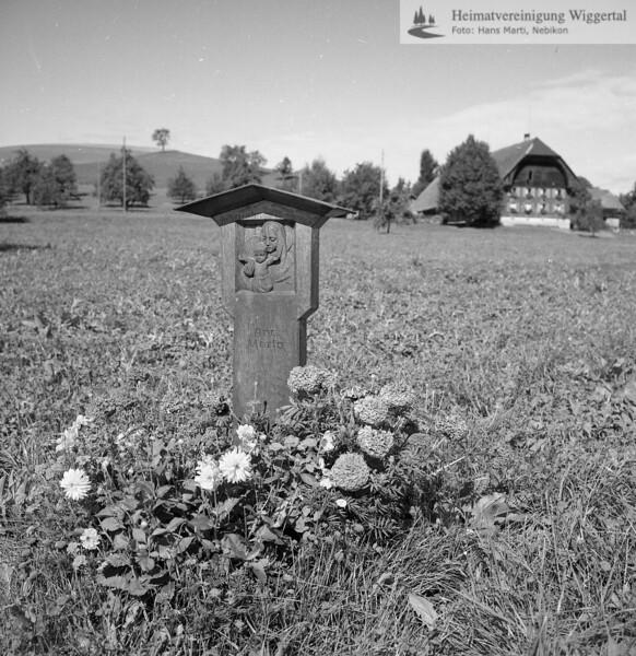 #170364 | Huebe; Hintergrund; Hof von Josef Fischer; Inschrift; Ave; Maria; ea; fja; s.Huebe