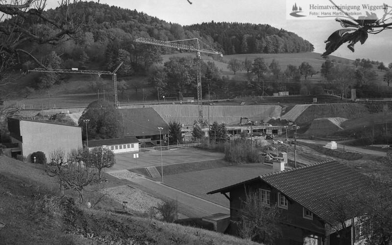 #170371 | Schulhausareal mit der Baustelle MZH Hiltbrunnen; PBA