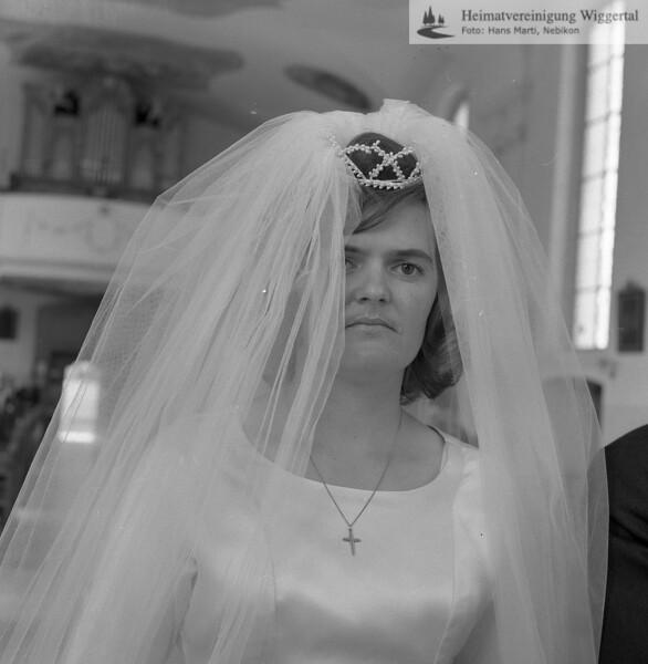 #170353 | Braut in Feusisberg! Siehe Foto 170350; wer?; amei