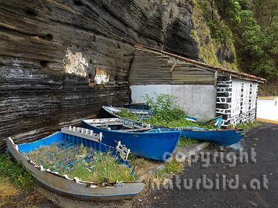 Verwahrloste Boote, Hafen von Capelas, Insel Sao Miguel, Azoren, Portugal,