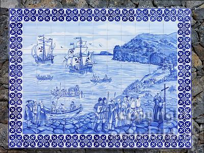 Fliesenbild, Missionar, Landungsszene, Segelschiffe, an einer Steinmauer, Sao Sebastiao, Terceira, Azoren, Portugal