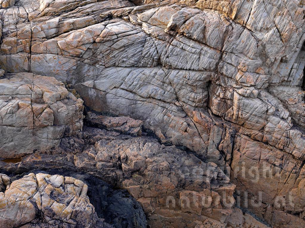 16B-02-29 - Granitfelsen an der Küste