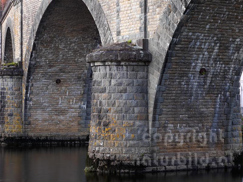 16B-05-06 - Bogen Brücke aus Granit