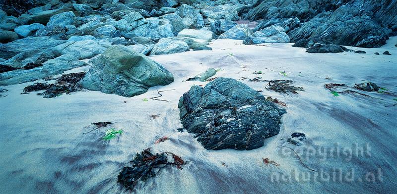 PF-258 - Sandstrand mit Felsen