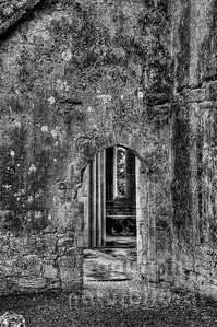 10-17-58 - Gemäuer der Corcomroe Abbey