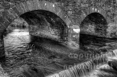 10-49-53 - Steinbrücke über den Schwarzen Fluss