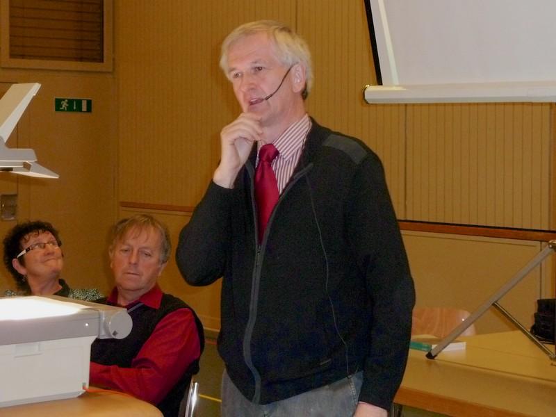 """Xaver Vogel, Menzberg, bei seinem Referat """"Der Jakobsweg im Hinterland"""""""