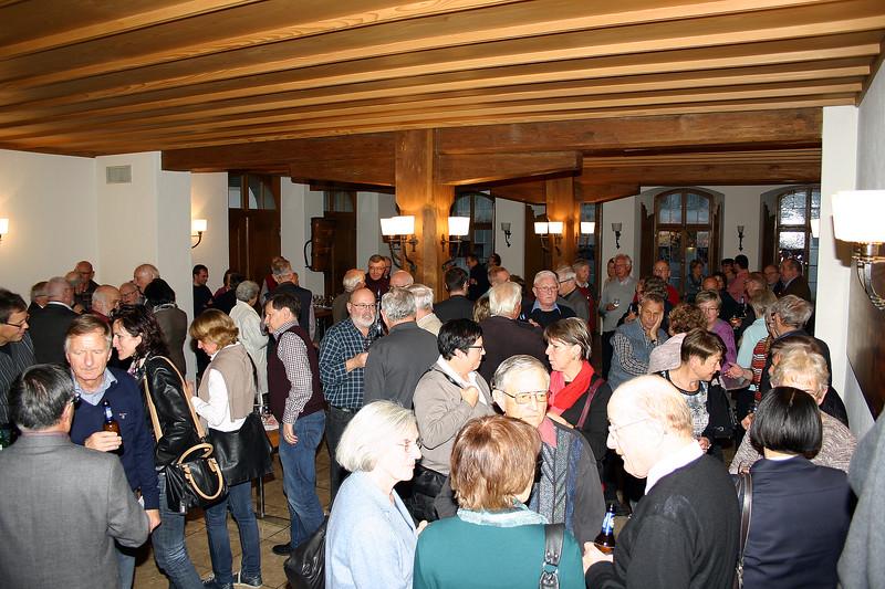 Im Keller des Rathauses beim lockeren Gespräch, von der Stadt Zofingen gastfreundlich bewirtet.