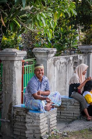Die Menschen auf Sumbawa freuen sich über Touristen in ihrem kleinen Ort.
