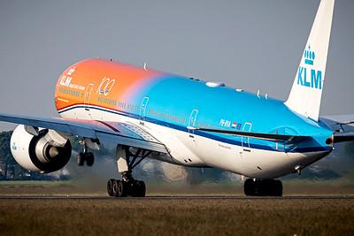 KLM / Boeing 777-300 / PH-BVA / Orange Pride