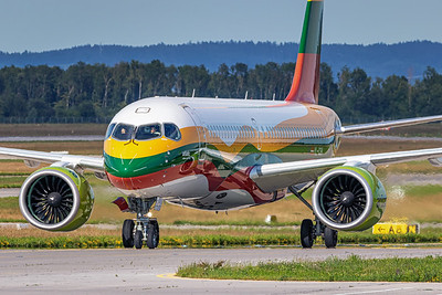 Air Baltic / Airbus A220-300 / YL-CSK / Lithuanian Flag