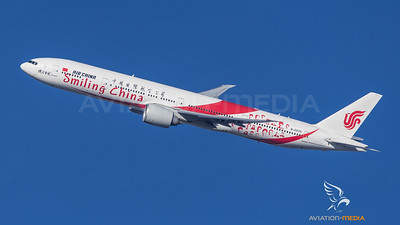 Air China / Boeing B777-39L(ER) / B-2035 / Smiling China Livery