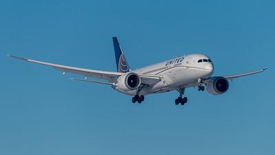 United / Boeing B787-8 / N28912