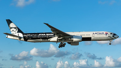 "Latam / B777-300 / PT-MUA / ""Star Wars - Galaxy's Edge"""