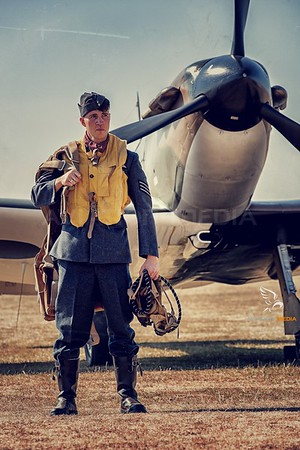 Royal Air Force / Spitfire / WWII Vintage Pilot