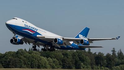 Silkway West Airlines / Boeing B747-4R7(F) / 4K-SW008
