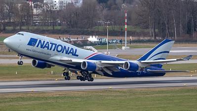 National Boeing B747-400 N952CA