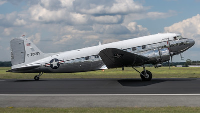 "Dynamic Aviation ""Miss Virginia"" / Douglas DC-3C / N47E 40-30665"