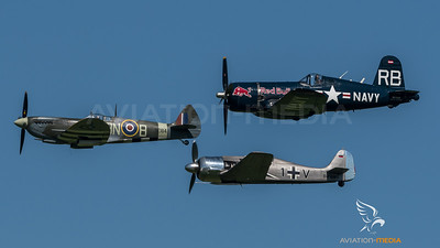 Flying Bulls & Private & Private / Chance-Vought F4U-4 Corsair & Supermarine Spitfire LF Mk.XVI.RV & Fw-190 A-8M / OE-EAS & G-MXVI TE184 & D-FWMV