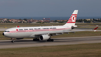 Turkish Airlines (Retro livery) Airbus A330-200 TC-JNC