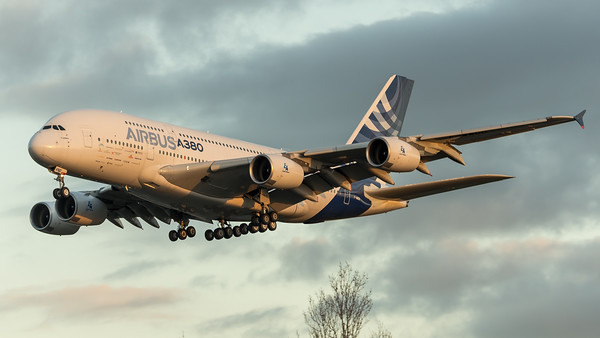 Airbus Industries / Airbus A380-861 / F-WWDD