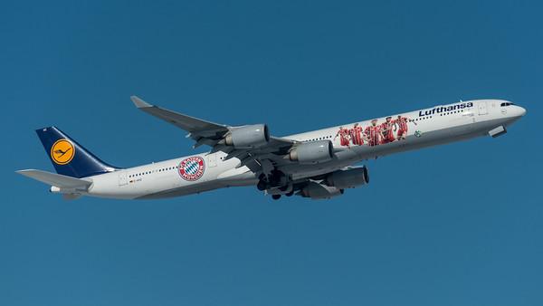 Lufthansa / Airbus A340-642 / D-AIHZ / FC Bayern Livery