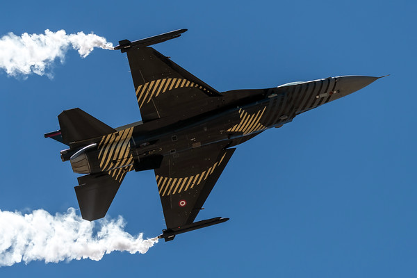 Turkish Air Force / Lockheed Martin F-16 / 88-0029 / Solo Turk Livery
