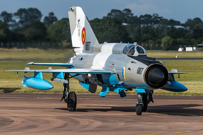 Romanian Air Force / Mikoyan-Gurevich MiG-21MF Lancer C / 6807
