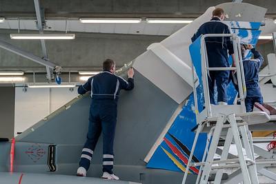 Applying the foil on Eurofighter 31+01 TLG74 by Hamm Werbung