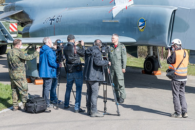 German Air Force JG-74 Wing Commander Gordon Schnitger adresses the press / McDonnellDouglas F-4F Phantom II / 37+61