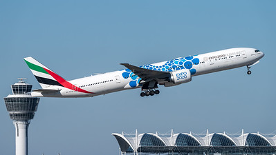 Emirates / Boeing B777-31H(ER) / A6-EPB / Expo 2020 Blue Livery