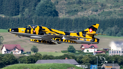 Private / Hawker Hunter T.68 / HB-RVV J-4206 / Tiger Livery
