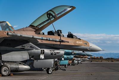 US Navy NSAWC / Lockheed Martin F-16B Fighting Falcon / 92-0459 05