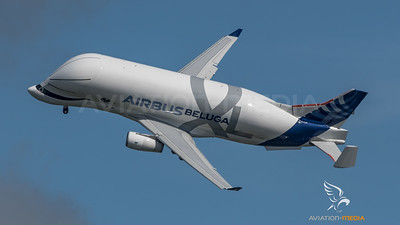Beluga XL turning low (Toulouse)