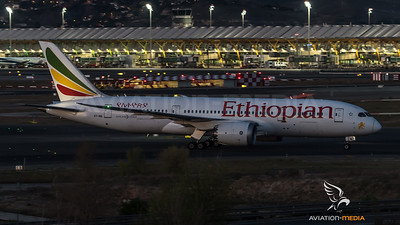 Ethiopian Dreamliner in front of T4 (Madrid)