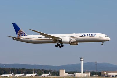 United Airlines | Boeing 787- 10 Dreamliner | N17002