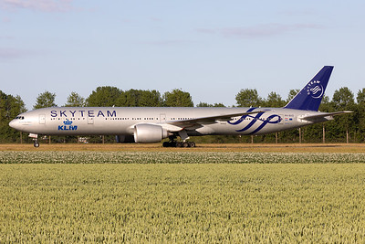 "KLM Royal Dutch Airlines | Boeing 777-306(ER) | PH-BVD | ""Skyteam"" livery"