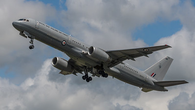 Royal New Zealand Air Force / Boeing B757-2K2 / NZ7572