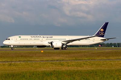 Saudi Arabian Airlines / Boeing 787-10 / HZ-AR27