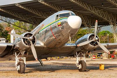 """Aliansa / Douglas DC-3C """"Skytrain"""" / HK-2820"""