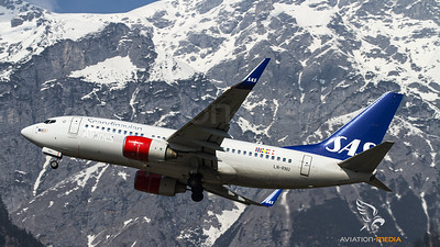 SAS Boeing 737 take off at Innsbruck