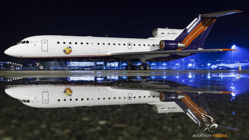 RA-42411 Yak-42 Reflection