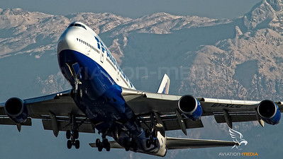 Transaero 747 climbs out of Salzburg