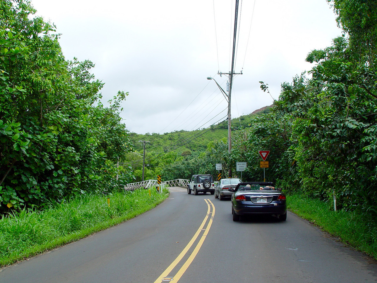 The bridges on Highway 560 are one way, which could cause traffic problems.  Not here in Kaua'i!  There is an informal protocol that everyone seems to understand, that once three to five cars have passed from one direction they yield to the next three to five cars from the opposite direction.  Imagine depending on this common courtesy in a major east coast city!?!