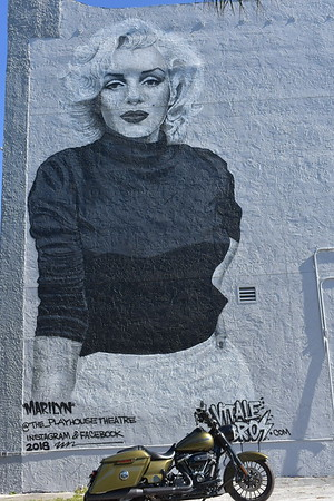 Amazing Marilyn mural