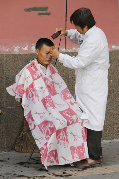 0387 Getting a haircut on the street in Beijing, China