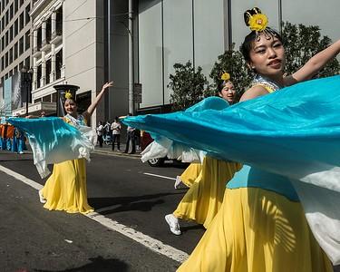 Fan Dancers - Falun Gong (Falun Dafa) Parade