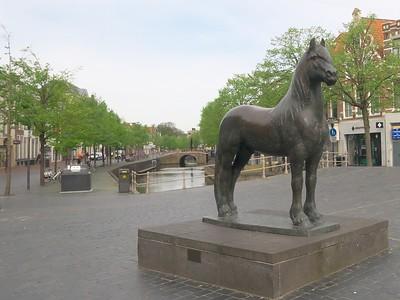 15  Statue honoring Friesian horse - Leeuwarden P1240995